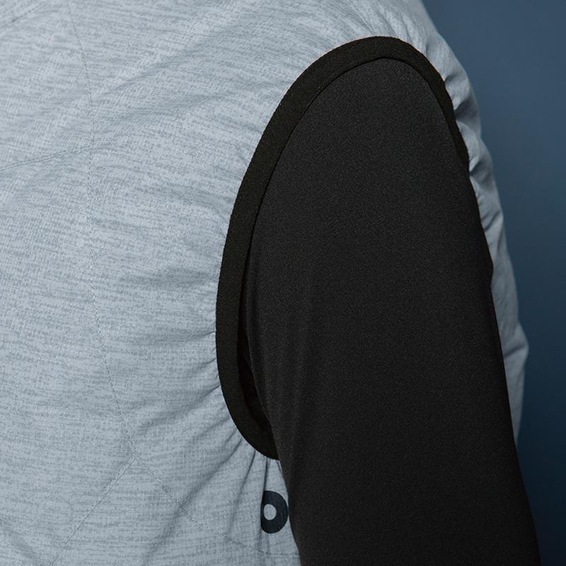 肩周りから空気の流出を防ぐアームホールゴム