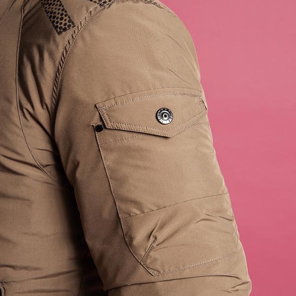 2重構造で長財布も入る落下防止つき右側ビッグポケット