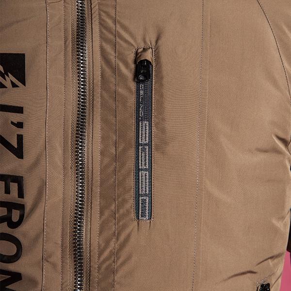 左ポケットはスマホ収納可