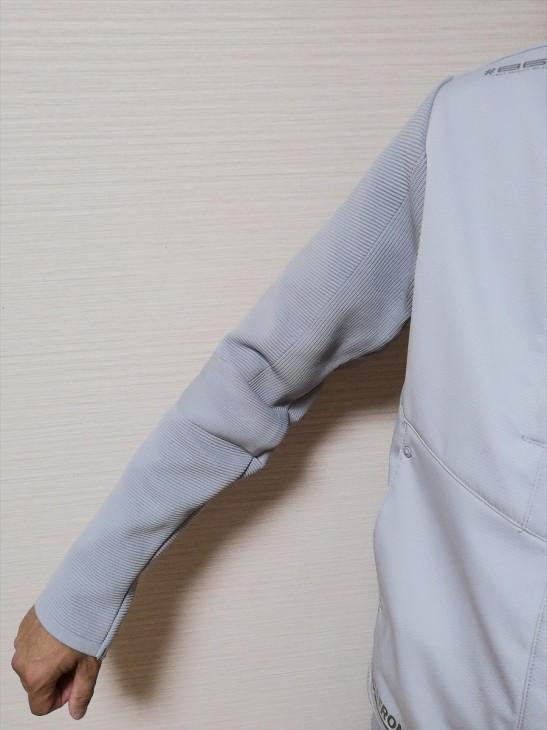 袖部分はリブ編み