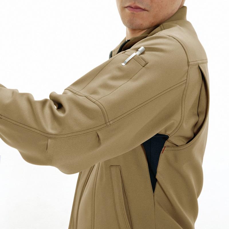 袖ペンポケット(左)、袖アームアタック
