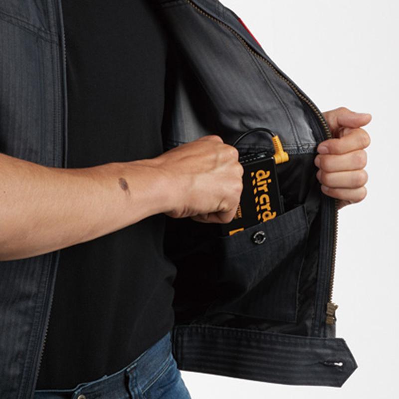 内バッテリーポケット(左:ボタン止め)