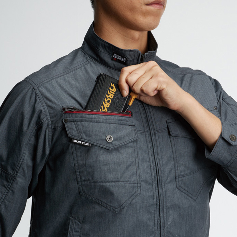 レベルブック収納ポケット、バッテリー収納ポケット(右:ファスナー止め・コードホール付き) ※特許取得済