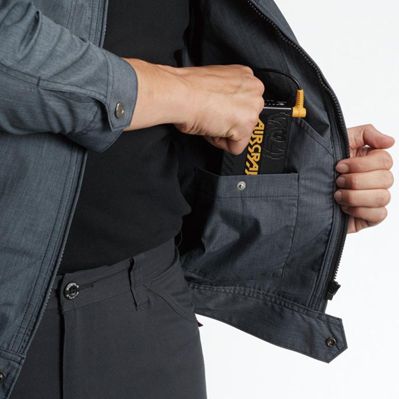 内バッテリーポケット(左:ドットボタン止め)