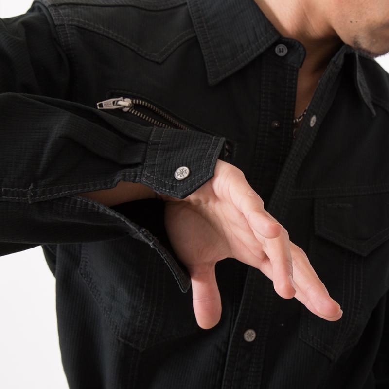 袖口ドットボタン